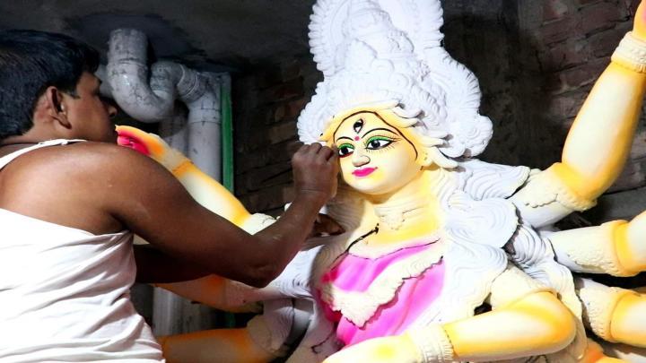 দেবতাদের তেজরশ্মি থেকে আবির্ভূত অশুর বিনাশী দেবী দুর্গা